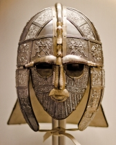 Sutton_Hoo_helmet_(replica)